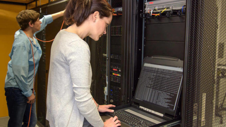 Frauen in die IT: Warum wir sie brauchen und wie wir sie bekommen